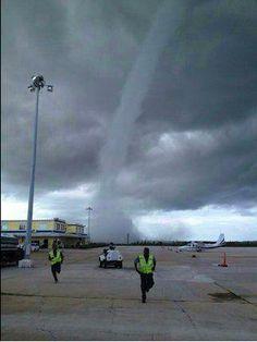 bahamas-airport-tornado